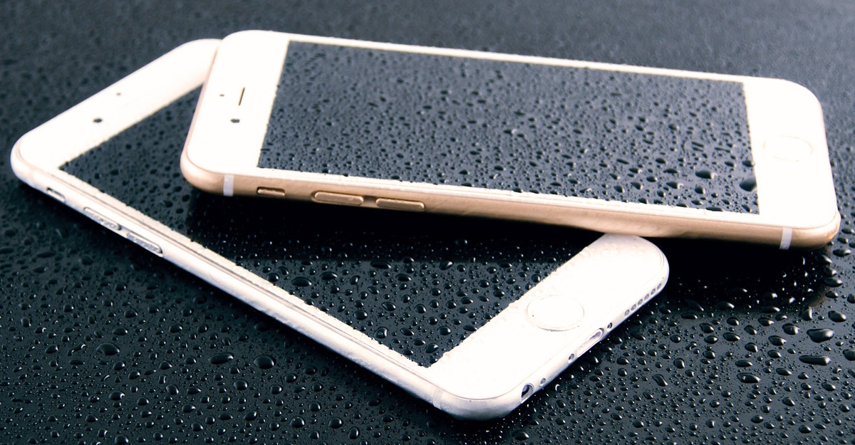 , What Happens When a Smartphone Gets Wet?